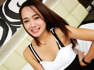 Cutie Asian shemale Baitong wanks off