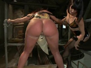 Whore Bobbi Starr torments Kelly Divine's huge ass
