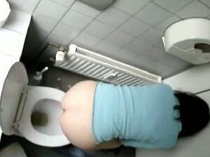The toilet pissing girl gets voyeured sitting on the bowl