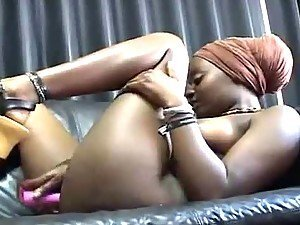 African babe masturbates with dildo and gets high
