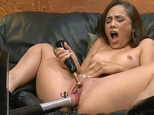Gorgeous Babe Orgasms To a Vibrator and a Fucking Machine