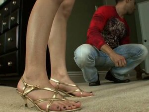 Tia wets feets and gets them worshipped then fucked