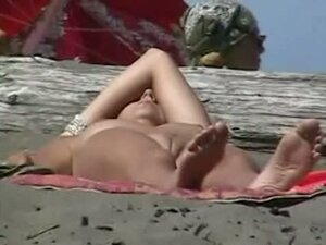 Gorgeous amateur nudists on hidden beach cam
