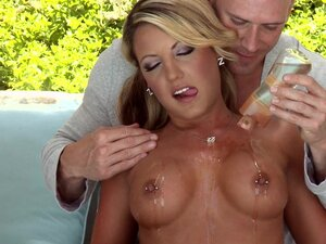 Big-tit blonde MILF Holly Tyler gets a sensual massage