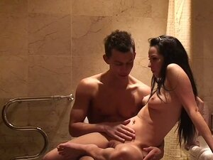 Homemade Amateur Sex in the Bathroom with Sexy Brunette