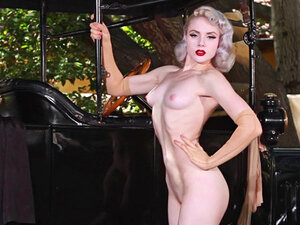 Stunning honey Mosh in the vintage posing video