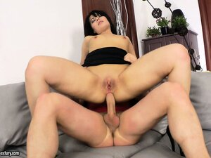 Short haired brunette hottie rides with her ass on a big dick