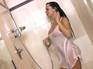 Curvaceous Brunette MILF Lisa Ann Masturbates In The Shower