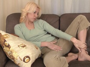 Mature milf Mona rides on her own fingers