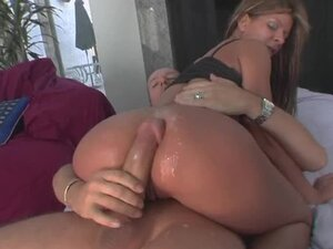 Insane Double Penetration For A Horny Latina In A Threesome