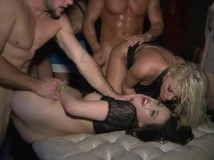 Pumping hot cunts at sexy party