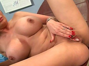 Anal Sex and a Creampie in her Pink Pussy for the Busty Diamond Foxxx