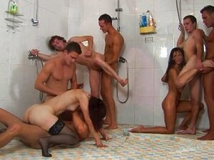 Bisexual groupsex in the shower
