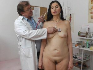 Milf with long hair Nadezda fuck with doctor