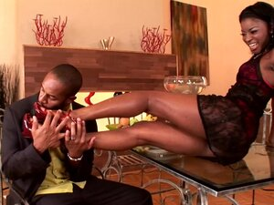 Leggy ebony Jasmine sucks that moist dick