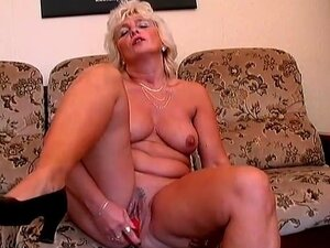 Red dildo does this mature pussy good