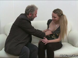 Old fart gets a young 'thang named Jane to let him lick her cunt