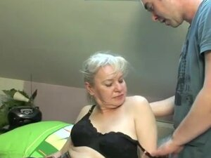 Old lady looks hottest having doggystyle sex