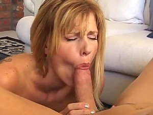 Darryl Hannah the naughty MILf babe gives great blowjob