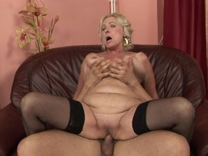 Rampant granny gets her soggy snatch pulverized