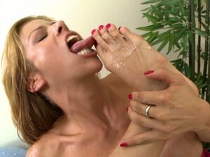 Scorching Alexis Fawx cleans cum off her sexy toes