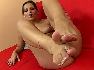 Foot Fetish Babe Shows Her Feet and Her Tight Pink Pussy