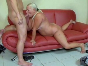 Granny gets her ass fucked