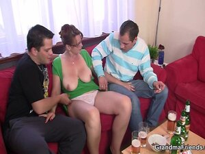 Cocksucking mature bitch takes it in the ass
