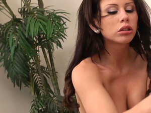 Thick brunette mommy Brooklyn Lee rides and swallows it all
