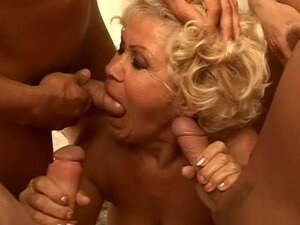 Effie sucks four dicks outdoors and gets a bukkake