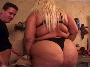 Obese blonde chick gets pussy pounded in the garage