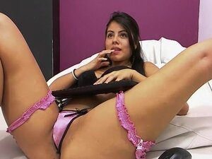 Indian beauty likes solo session