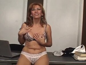 Desirable lady Mikela Kennedy jerks off milfman's cock