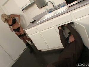 Sexy Cougar Fucks the Plumber