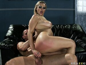 Taking it back up her butt hole, she gets drilled and takes a facial