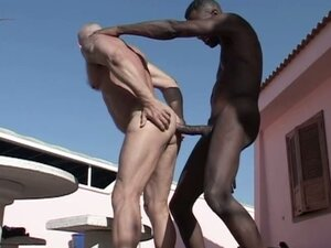 Interracial barebacking under the sun