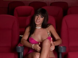 Interview with Eloa Lombard in the movie theater