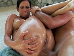 Big-booty bubble butt Tory Lane is oiled up for anal