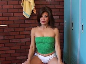 Gorgeous mature amateur malina has a juicy pussy
