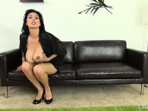 Tera Patrick needs her juicy muff licked and her clit flicked