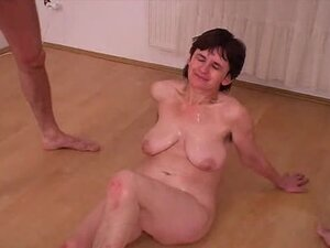 This mature lady is so fucking ugly to fuck