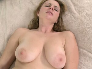 Busty milf Keiyra Lina plays with a cock before taking it in her snatch