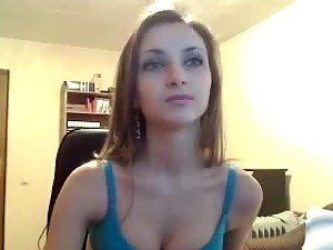 Sexy slim babe demonstrates her cute body on the webcam
