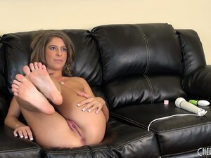 Presley Hart teases her snatch by going at it from two sides