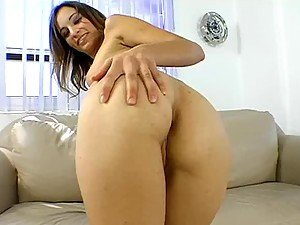 Amber Rayne Shows You Her Amazing Camel Toe